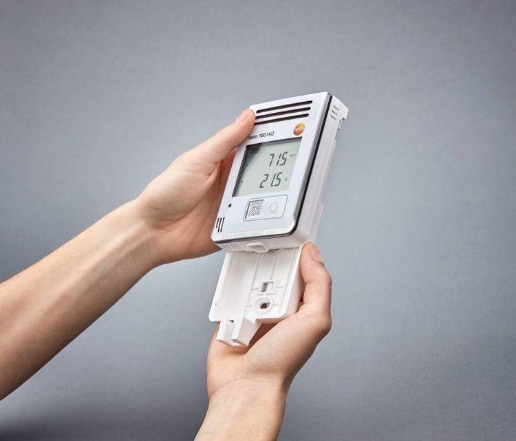 Appareil de mesure du CO2, %HR, °C et hPa, connecté